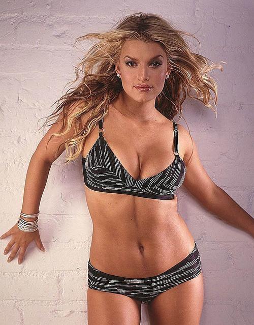 По мнению редакторов журнала «In Touch», обладательницей самой красивой груди является Джессика Симпсон. «Она просто не может скрывать такую красоту», - пояснили составители рейтинга.
